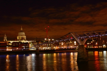 Millennium bridge and St Paul´s cathedral London