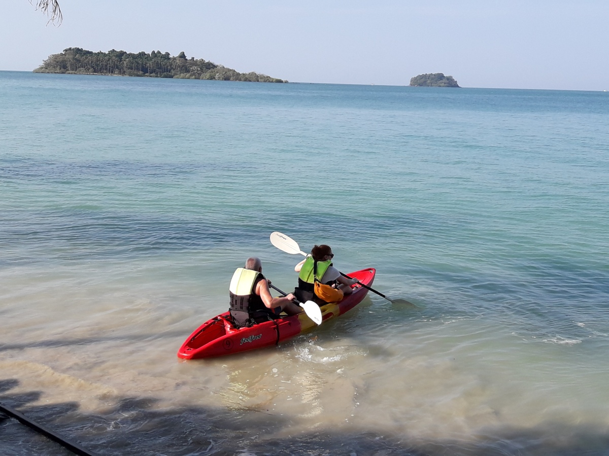 How I saved my dad's life and ended up getting sunburn so badly: kayaking in Koh Chang